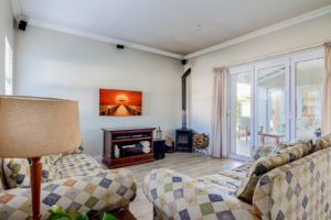 Declutter to present light & space when selling your home