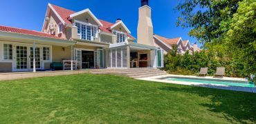 4 Knightsbridge Gardens, Parel Vallei, Somerset West