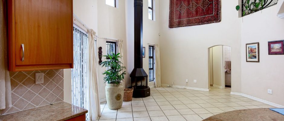 34 Schapenberg Road, Rome Glen, Somerset West