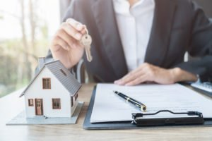 Understanding all aspects of signing a mandate when selling your home