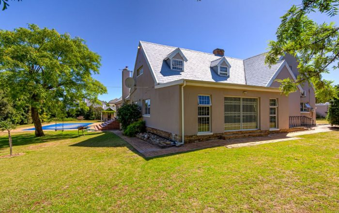 50 Lourensford Road, Roundhay, Somerset West
