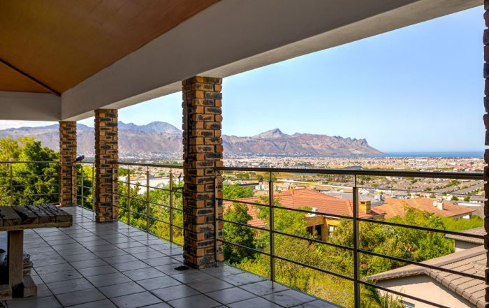 7 Paeonia Close, Dennegeur, Somerset West
