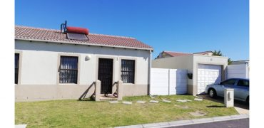 2 Plump Street, Victoria Park, Somerset West